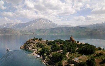Lake Van, Akhtamar Island, St. Cross Church (X c.)